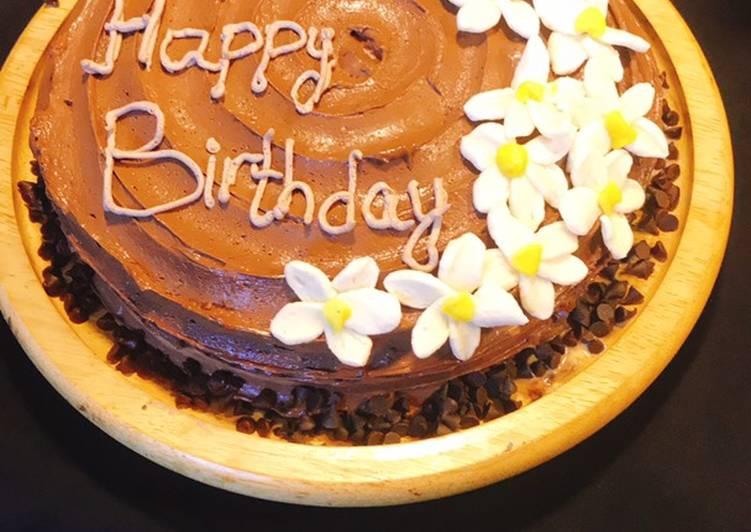 Cream cheese chocolate cake