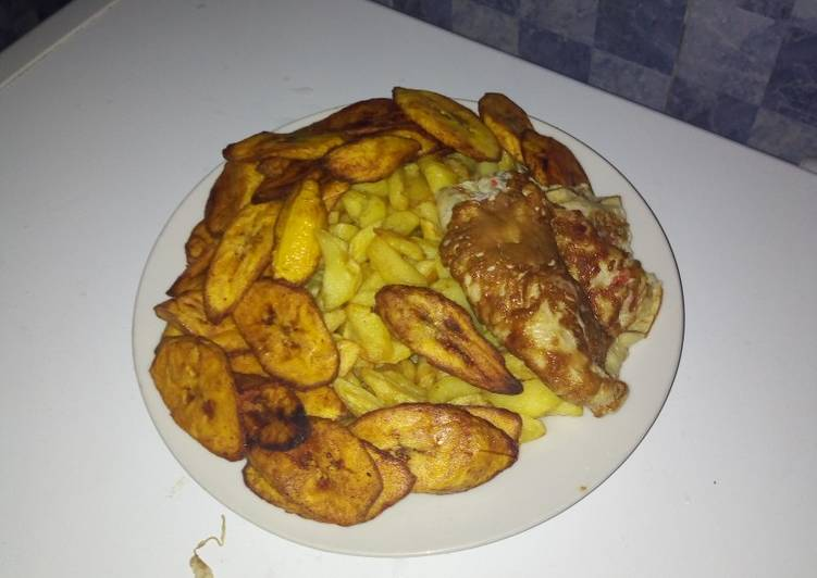 Chips wit plantain and egg