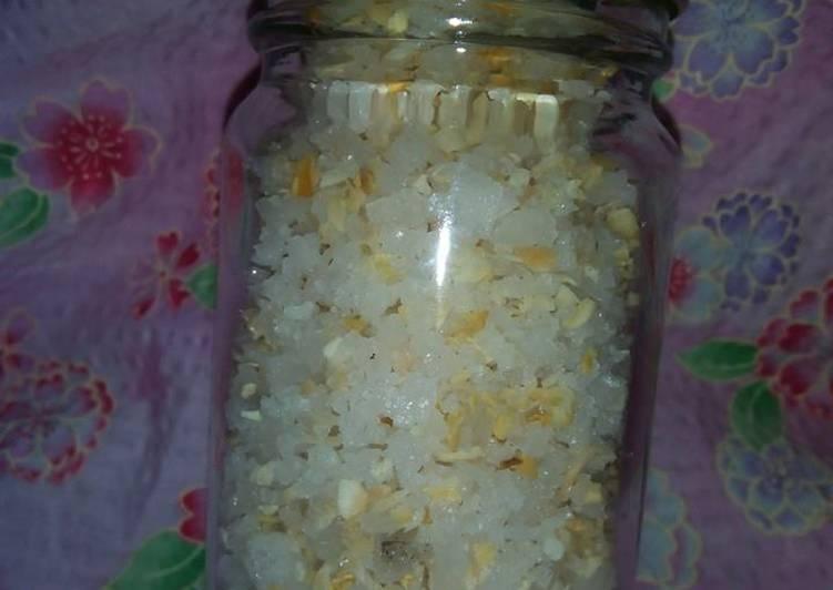 Onion Salt (2 Ingredients)