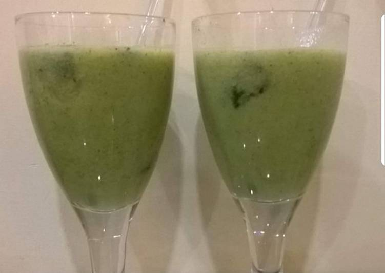 Recipe of Perfect Kiwi and grapes mint frappe