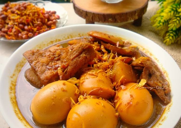 Semur telur, jengkol, tahu dan kentang