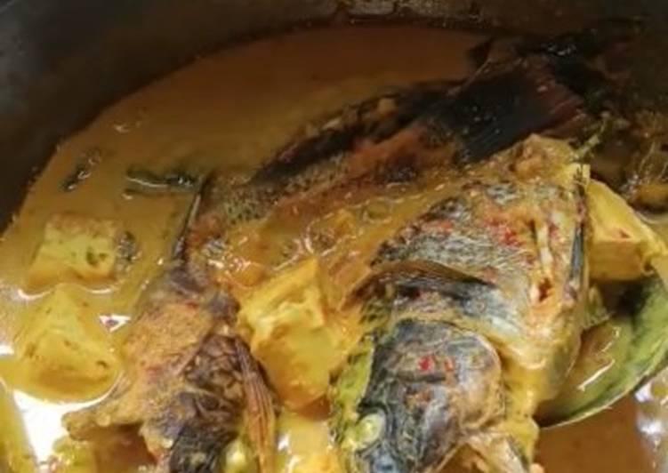 Gulai ikan nila khas padang