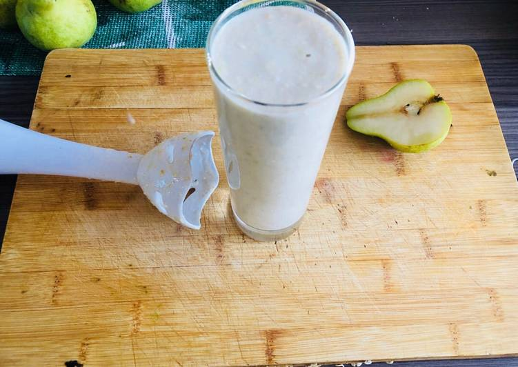 Banana, Pear and Oatmeal Smoothie