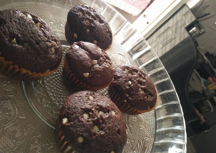 Choco chip chocolate cupcakes (Tripe C)
