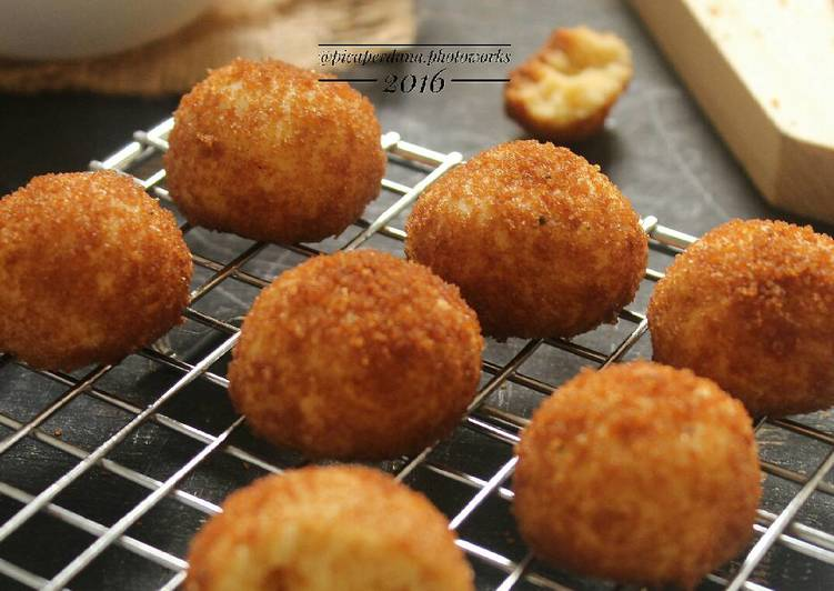 Palm Cheese Balls Cookies