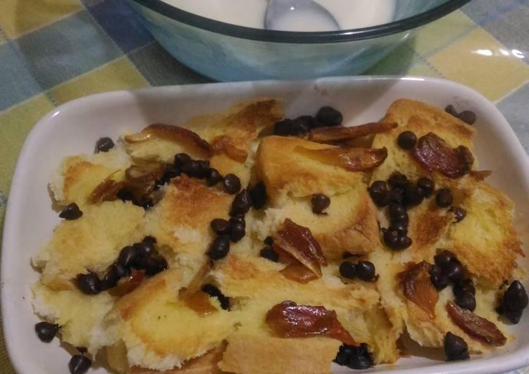 Puding roti simple dengan saus vanila keju.. Hangat&manis #kamismanis