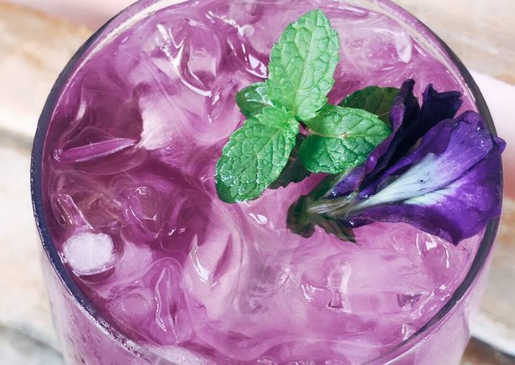 Butterfly pea lemonade ice