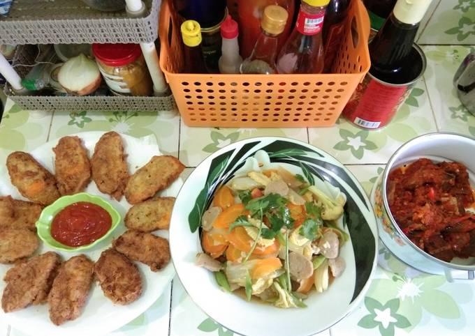 Menu harian: chicken roll, capcay, sambalado ikan asin