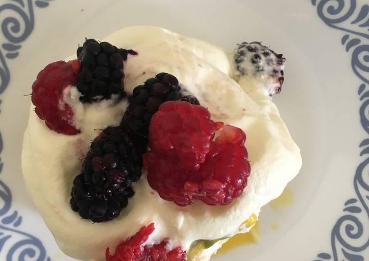 Cream and Berries Meringue Nests#summerchallenge3