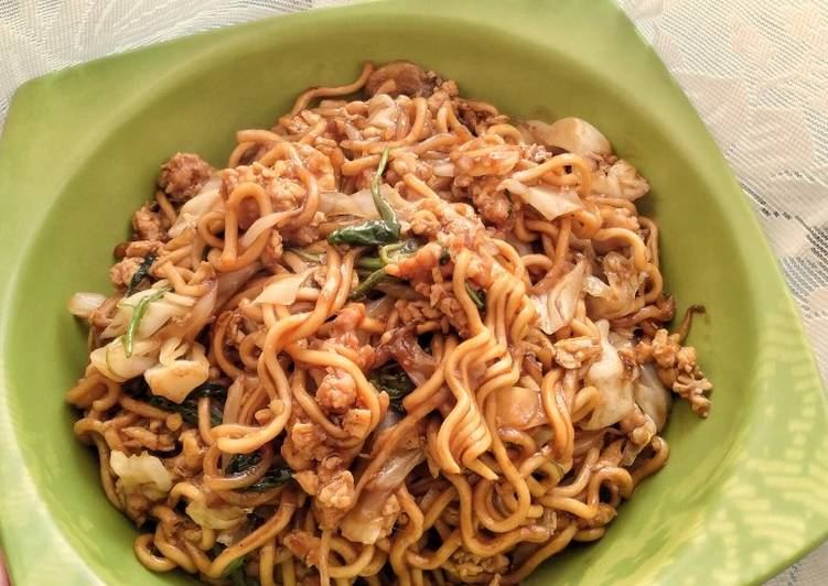 Step-by-Step Guide to Prepare Ultimate Mie Goreng Ayam / Minced Chicken Stir Fried Noodle