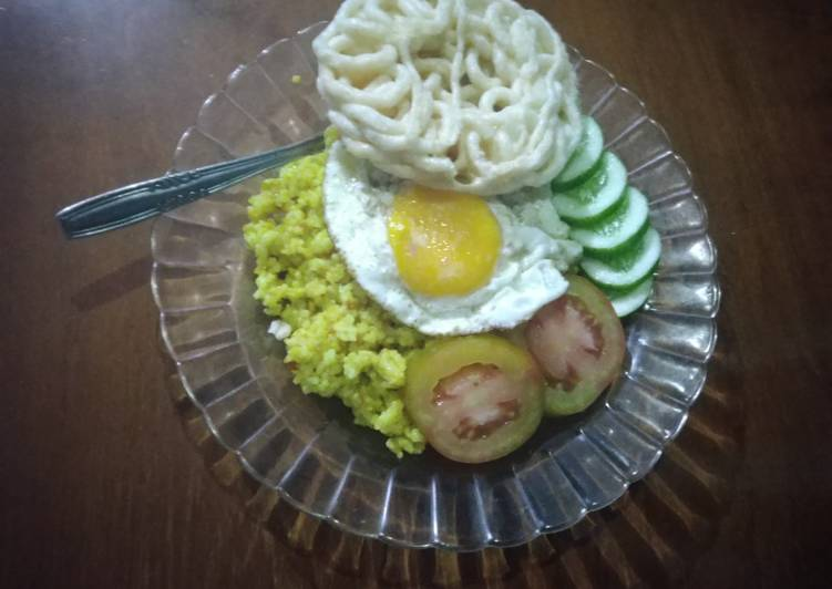 Nasi kuning goreng kunyit dan kencur hasil panen depan rumah