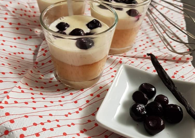 Panacotta vanille, caramel et myrtilles