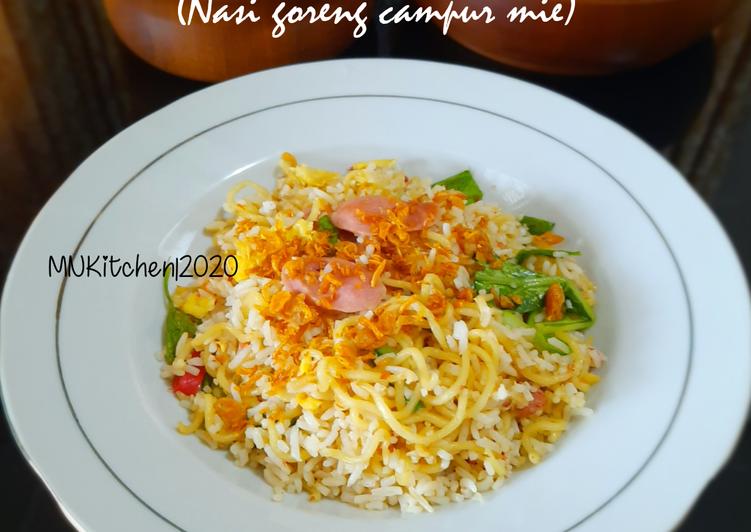 Nasi Goreng Mawut (Nasi goreng campur mie)