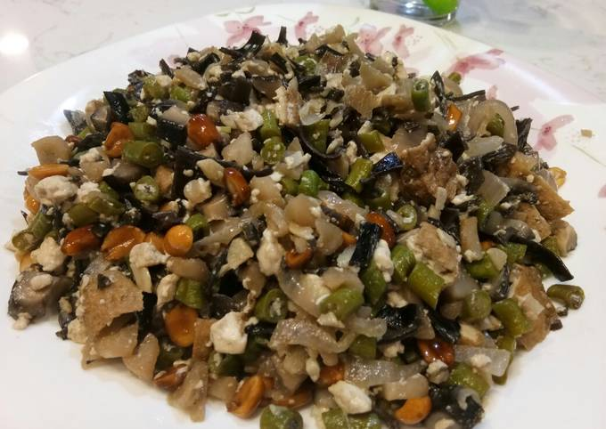 Mixed Vege with Tofu and Peanuts