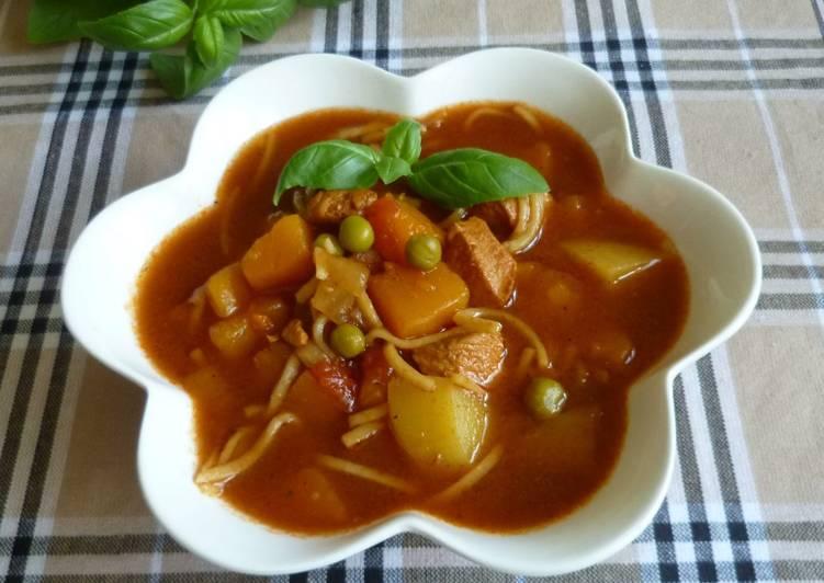 Zupa dyniowa z kurczakiem i makaronem