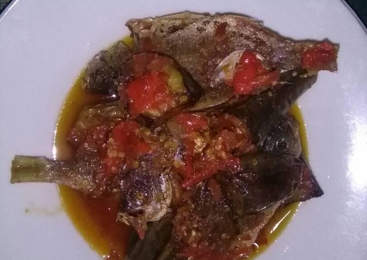 Balado ikan ekor kuning plus terong mantaaappp