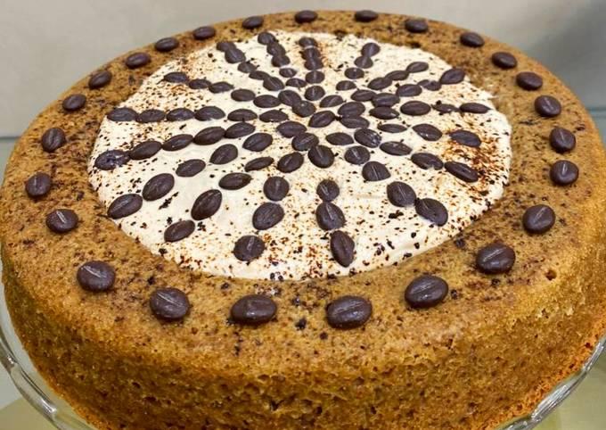 Cake au nescafé avec crème aromatisée café