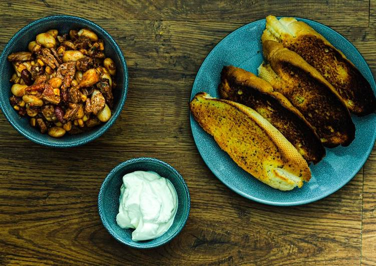 Recipe of Quick Sausage Chilli Beans with Smoked Ham