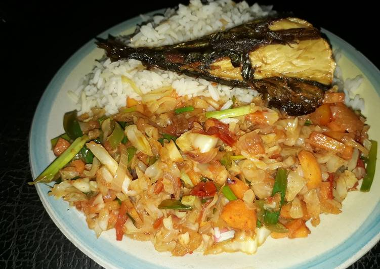 20 Minute Dinner Ideas Love White rice with vegetable sauce and grilled titus fish