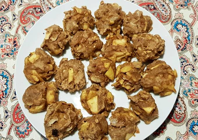 Apple cookies with oat flour and almonds