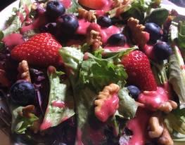 Ensalada Multicolor con Vinagreta de Arándanos Rojos