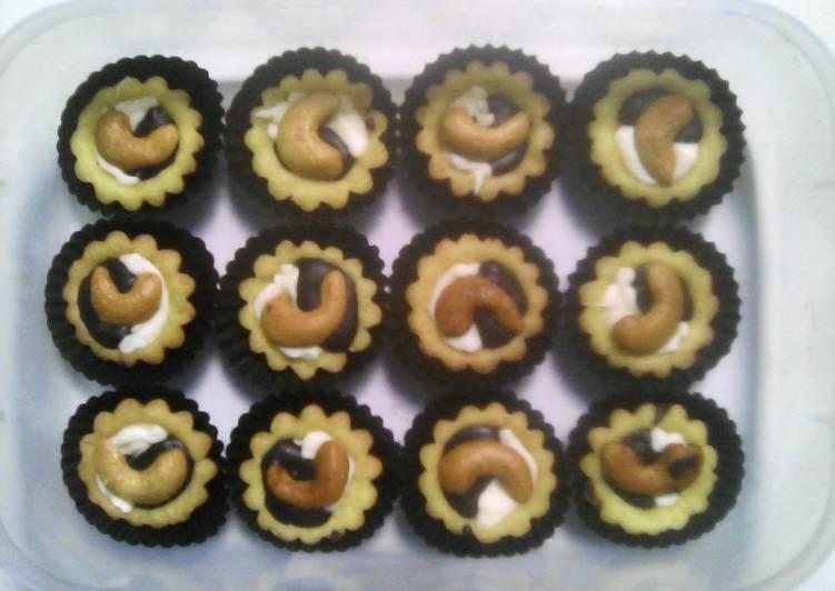 Resep Pie Coklat Kacang Mede Oleh Sarah Istiqomarani Cookpad
