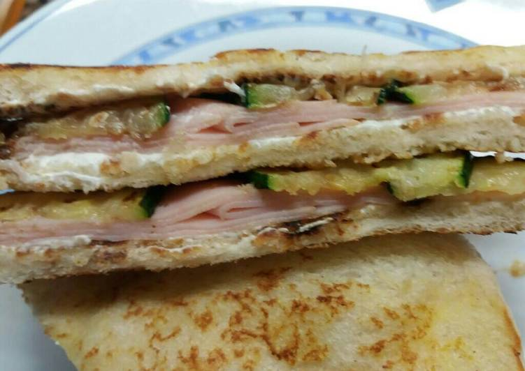 Sándwich de calabacín y pavo