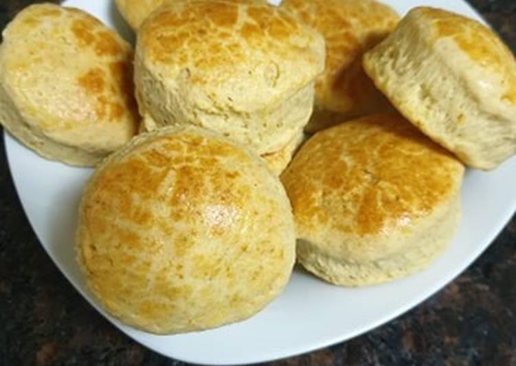 وصفة الخبز الذي يقدم مع الدجاج المقلي (buttermilk biscuits)