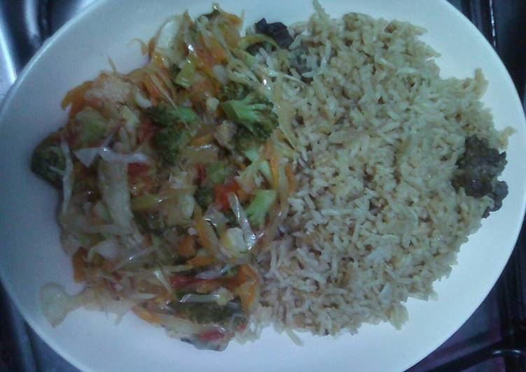 Pilau rice with mixed vegetables