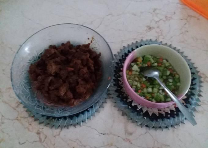 Lapisan daging kambing + acar mentimun wortel mantah