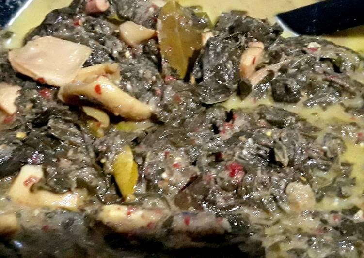 Gulai daun ubi sotong