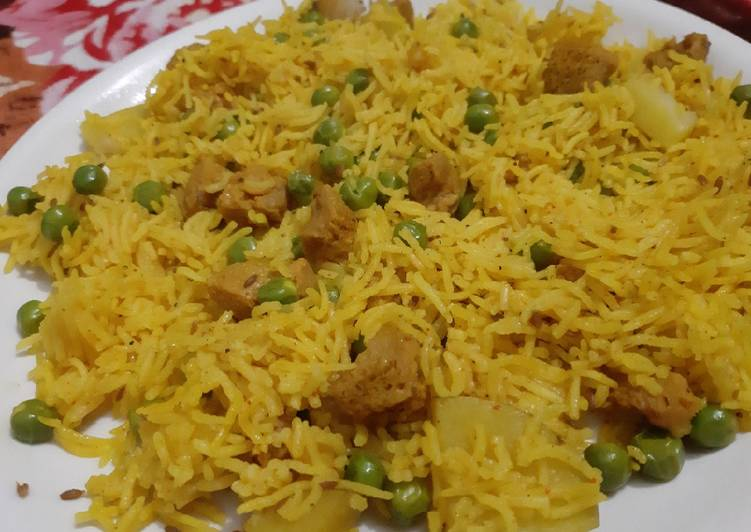 Mutar pulav with soya chunks