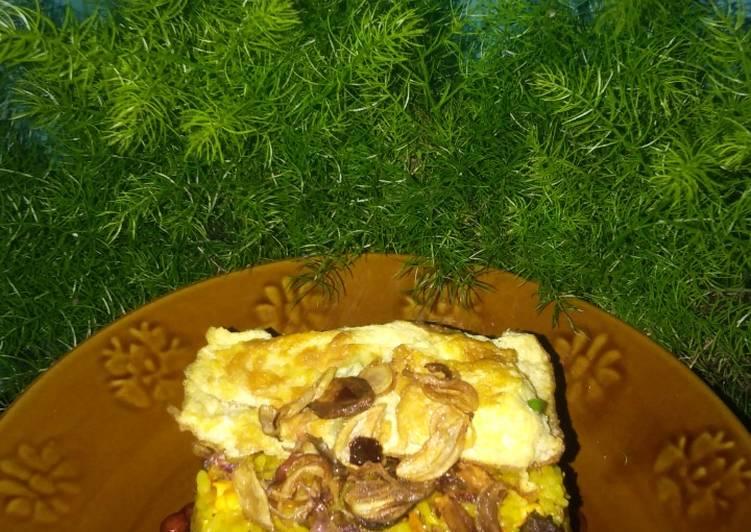 Nasi goreng kuning daging cincang