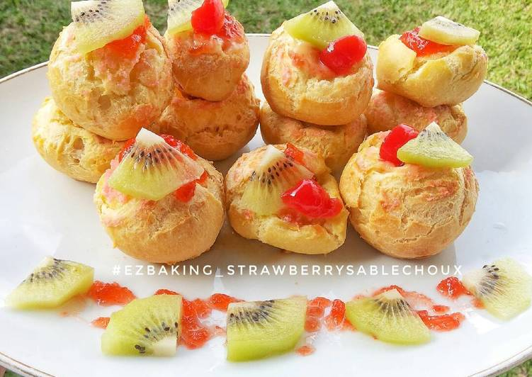 Strawberry Sable Choux