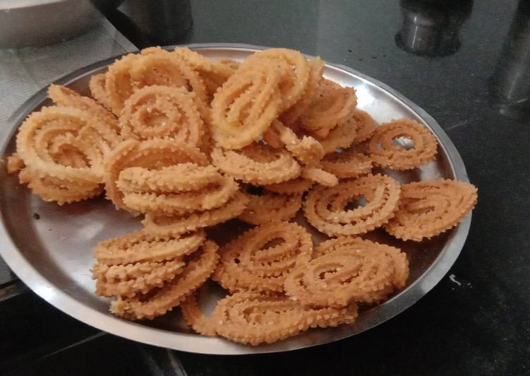 Steps to Prepare Favorite Rice atta chakli