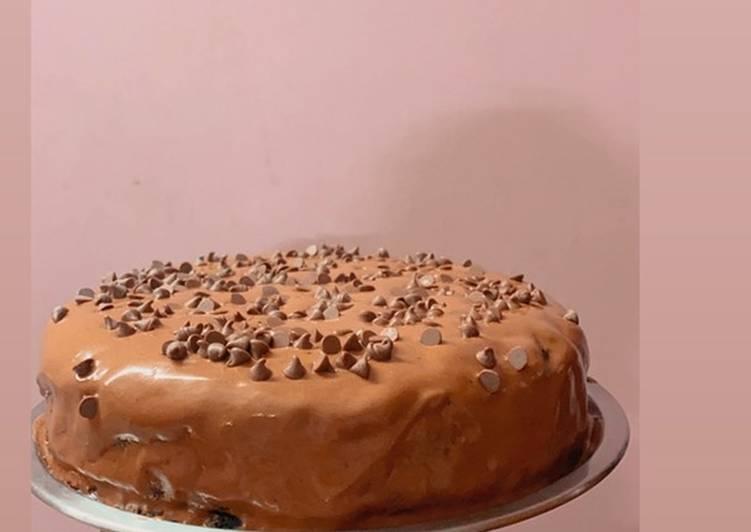 Moist eggless chocolate cake in cooker