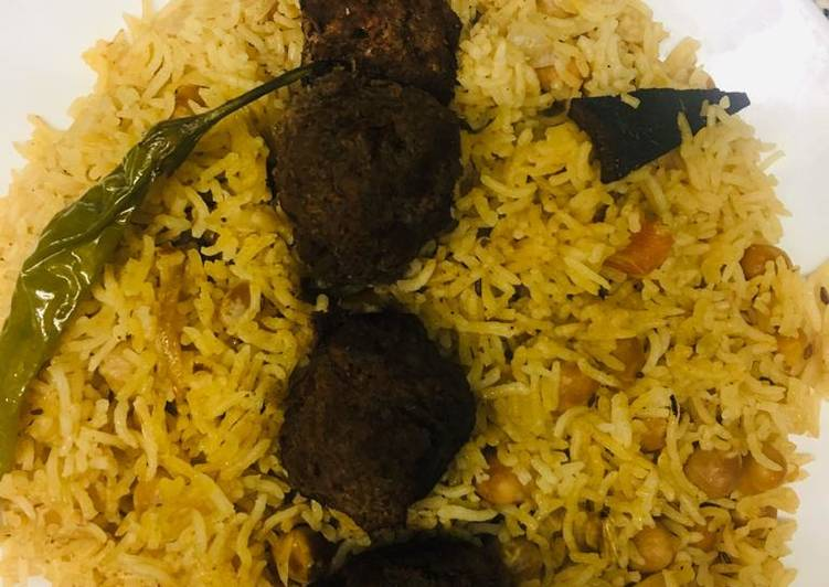 Chickpeas pulao With meatball