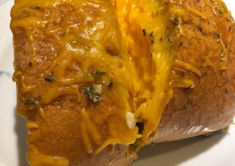 Grilled Italian ~ Garlic ~ Cheese 🧀 Stuffed Bread 🥖