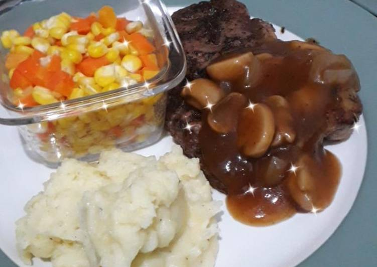 29. Mudah membuat steak enak pakai teflon, dijamin matang
