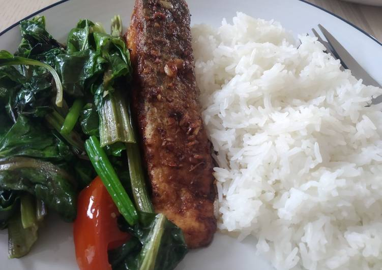 Pan fried salmon with garlic and butter