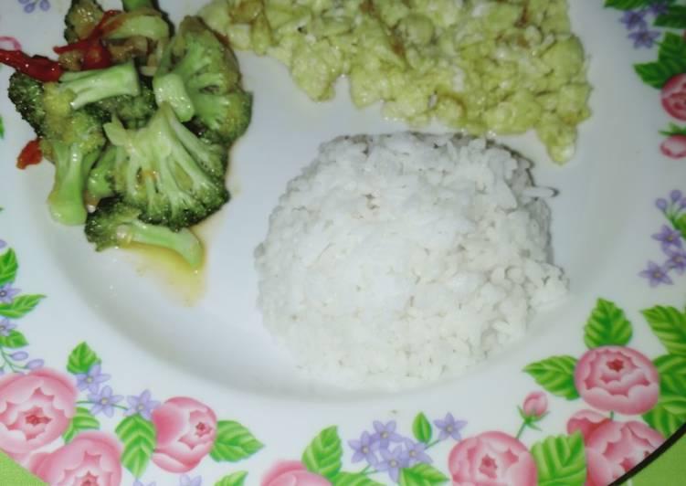 1B'fast Scramble Egg with Broccoli by Uliz Kirei