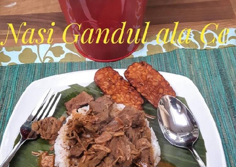 Nasi Gandul bumbu rendang