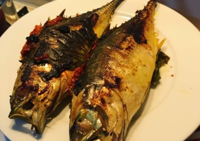 Langkah Mudah untuk Membuat Ikan Cencaru Bakar Sumbat Sambal Anti Gagal