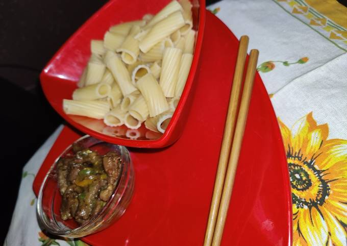 Pasta and sherreded beef sauce