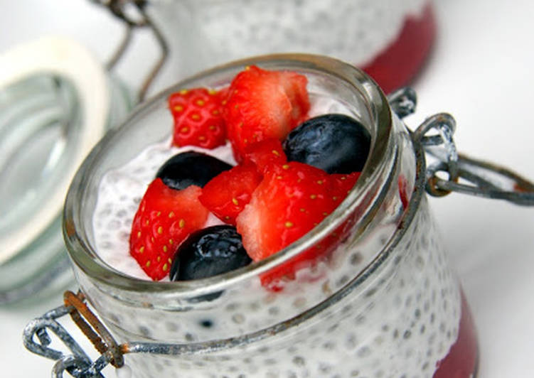 Chia pudding aux fraises et myrtilles