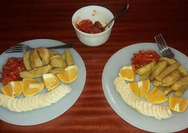 Dip fried potatoes and tomato chilly