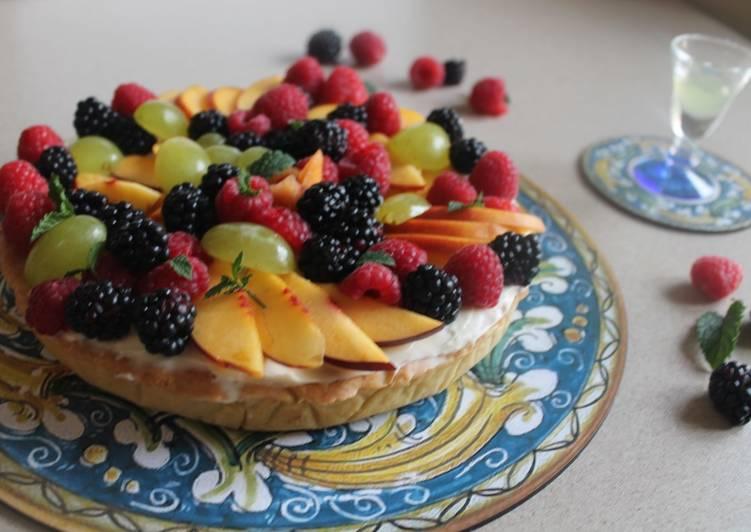 Crostata con panna cotta e frutta fresca