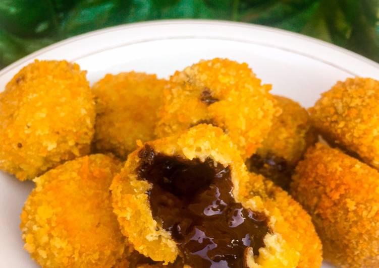 Easiest Way To Prepare Yummy Bola Pisang Coklat Lumer Cemilan Resep Masakan Mama