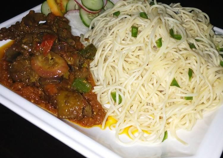 Spaghetti and chicken casserole