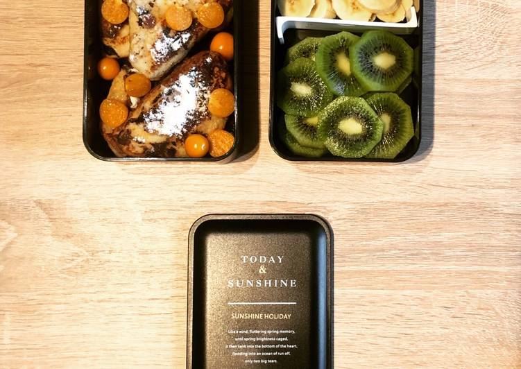 Soft Toasts with Fruits